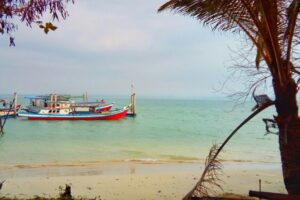 suasana pulau haliwungan